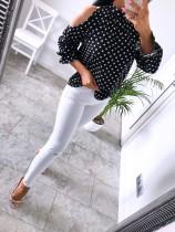 Blusa de lunares blanca y negra con mangas recortadas