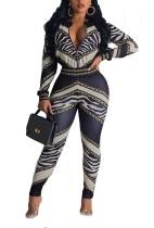 Плотная куртка с длинными рукавами и брюки с принтом