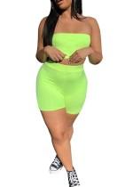 Top y pantalones cortos de neón verde sexy