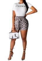 Wit basisshirt en shorts met slangenprint bedrukken