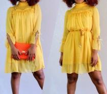 Gelbes kurzes Chiffon Rüschenkleid