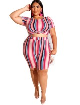Camisa y pantalones cortos con estampado de colores de talla grande