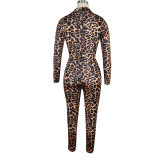Top corto y leggings con nudo de leopardo estampado