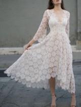 Vestido largo irregular con cuello en V de encaje blanco
