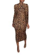 Robe mi-longue à imprimé léopard