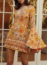 Mini vestido con estampado de flores y cuello en V con mangas anchas