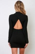Mini vestido liso de manga larga con espalda descubierta