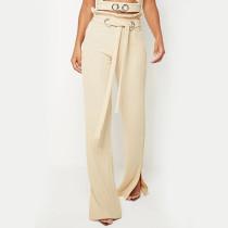 Pantalón casual con abertura en la cintura y cinturón