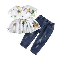 Jeans e camisa floral de crianças menina