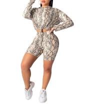 Cordones y pantalones cortos con estampado de piel de serpiente