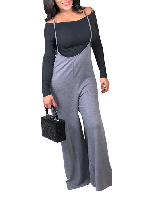 Camisa negra con hombros descubiertos + babero gris