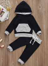 Felpa con cappuccio a maniche lunghe con stampa a righe per bambino