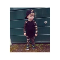 Conjunto de pantalones y camisa de otoño con estampado de camuflaje para niños