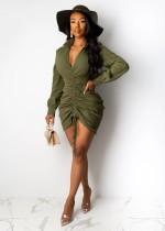 Einfarbiges, festes Minikleid mit V-Ausschnitt und Rüschen