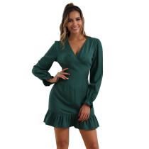 Vestido corto de sirena verde oliva con cuello en V