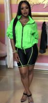 Set giacca sportiva al neon e pantaloncini neri