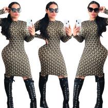 Langärmliges Midi-Kleid mit afrikanischem Print