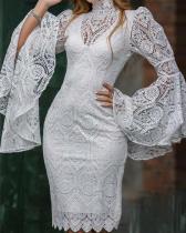 Vestido elegante de encaje blanco con mangas anchas