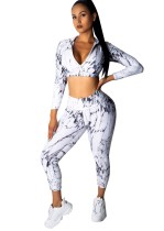 Top y leggings deportivos con estampado blanco y negro