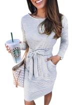 Langärmliges Hemdkleid mit Streifenmuster und Gürtel