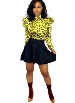 Ensemble chemise à imprimé léopard et jupe trapèze noire