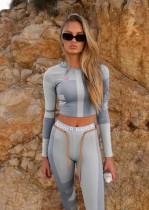 Top y pantalones cortos de yoga con mangas largas y contraste sexy