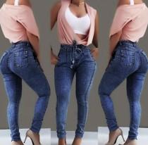 Jeans de cintura alta con corte ajustado elegante