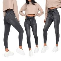 Schwarze Slim Jeans mit hoher Taille und Rüschen