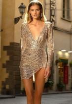 Mini vestido de manga larga con lentejuelas plateadas