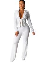 Conjunto de chaqueta y pantalón blanco