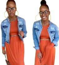 Hellblaue, langärmlige, kurze Jeansjacke