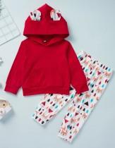 Traje de sudadera con capucha estampada en blanco y rojo para niña