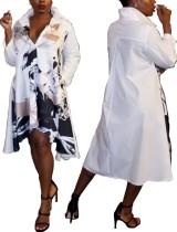 Weißes und schwarzes bedrucktes unregelmäßiges Hemdkleid