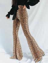 Pantalones acampanados con estampado de leopardo