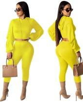 Top y leggings con capucha y color liso