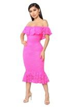 Elegante vestido de sirena con hombros descubiertos de encaje