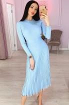 Elegante einfarbige lange Plissee Strickkleid