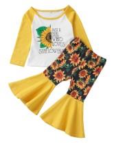 Camicia a maniche lunghe floreale da bambina e pantaloni a campana