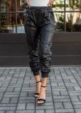 Schwarze Hose mit Reißverschluss und Kordelzug