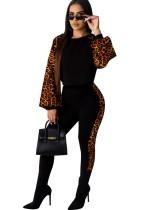 Conjunto de calça e blusa de leopardo