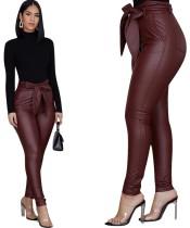 Pantalones de cuero rojo de cintura alta Pantalones con cinturón