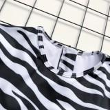 Traje de baño de una pieza de manga larga con estampado de cebra y cinturón