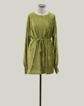 Vestido corto de rayas verdes de terciopelo con cinturón
