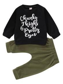 Детский принт с принтом - черная рубашка и зеленые штаны