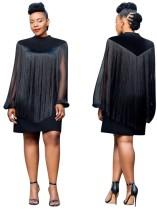 Vestido corto con mangas con flecos negros ocasionales