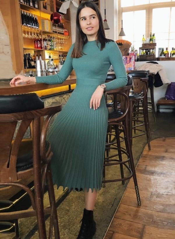 Robe de tricot longue plissée élégante