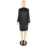 Gelegentliches kurzes Kleid mit schwarzen Fransen und Ärmeln