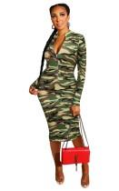 Vestido midi con cremallera y mangas largas con estampado de camuflaje