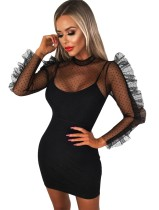 Mini vestido de babados de bolinhas pretas
