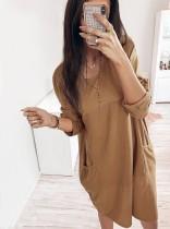 Vestido holgado con mangas y cuello redondo en color liso